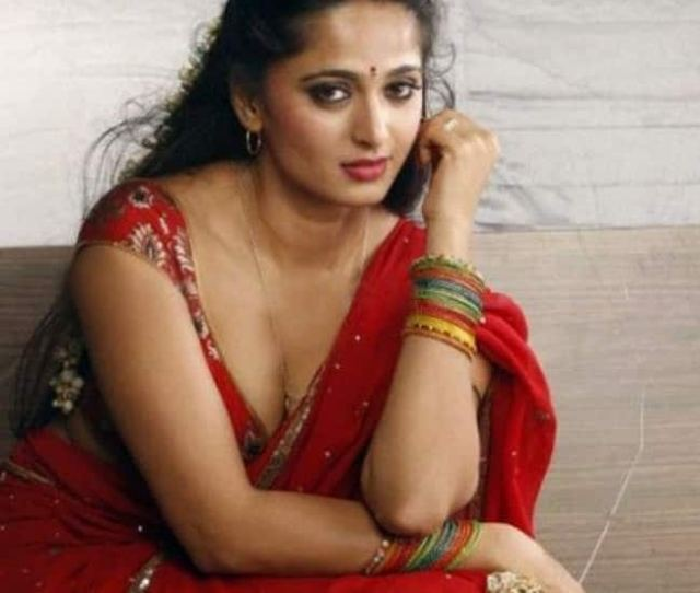 Anushka Shetty Flaunts Cleavage In This Picture