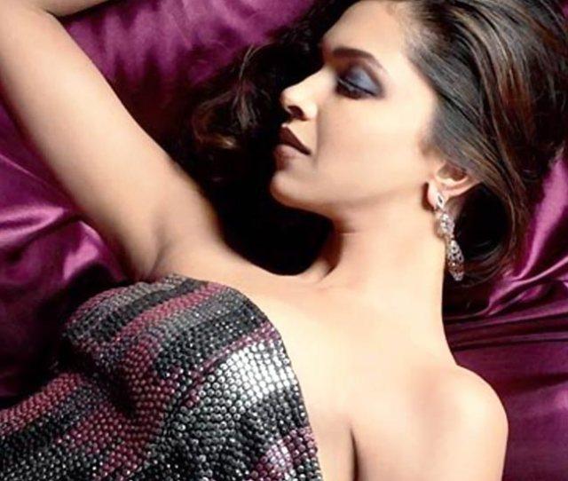 Deepika Flaunting Her Toned Figure