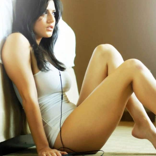 Sunny Leone poses for a seductive picture