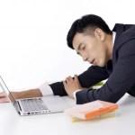 仕事中に眠気がひどい時の対処法は?眠い原因を知って対策しよう