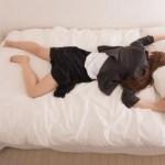 メイクしたままま寝ると肌にどんな影響がある? その後の対処法は?