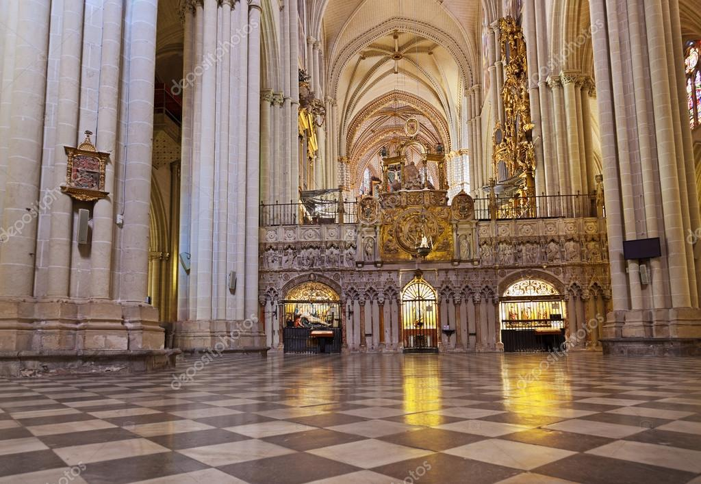 intrieur de la cathdrale de Tolde Espagne  Photo ditoriale  Violin 74801325