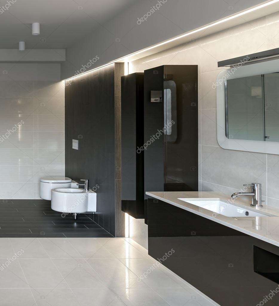 luxus badezimmer interieur  Stockfoto  YegorP 91991872