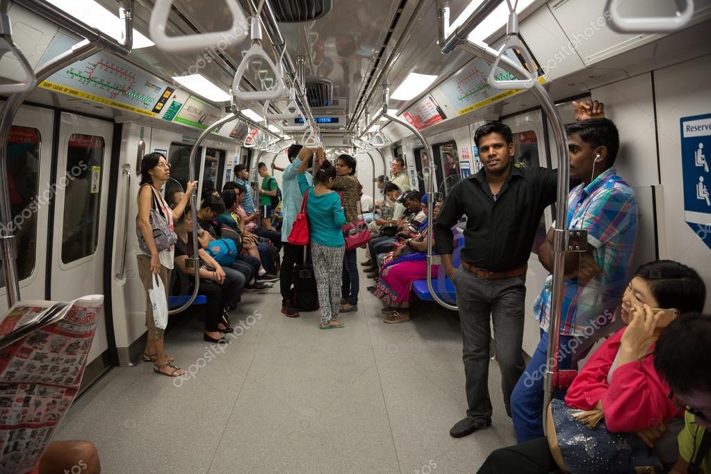 在火車地鐵新加坡人 — 圖庫社論照片 © Stas_K #78429606
