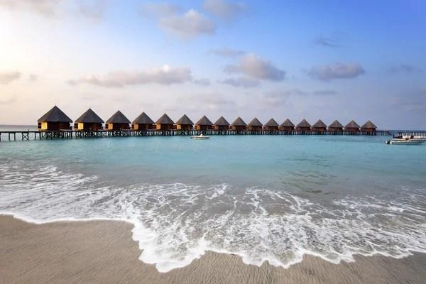 case su palafitte sul mare Maldive  Foto Stock