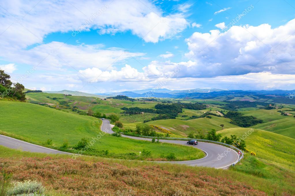 Paesaggio rurale della strada della Toscana e verdi