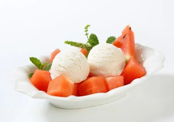 Risultati immagini per immagine gelato di mozzarella e basilico con anguria fragole e pomodorini