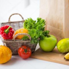 Kitchen Fruit Basket Flooring Lowes 一篮子新鲜的水果和蔬菜在厨房 图库照片 C Syda Productions 116524600 烹饪 饮食 素食食物和健康饮食的概念 与新鲜成熟多汁蔬菜 绿党和在家里的厨房桌子上的水果篮 照片作者syda