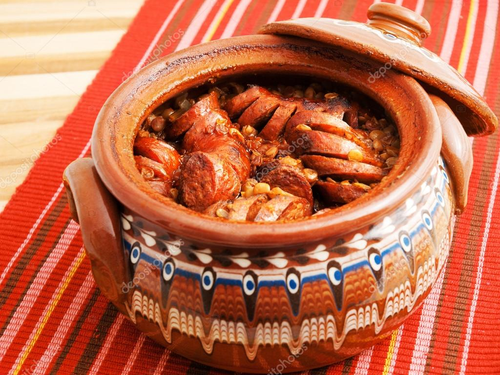 Cucina bulgara guiveche  Foto Stock  ivanmateev 63362421