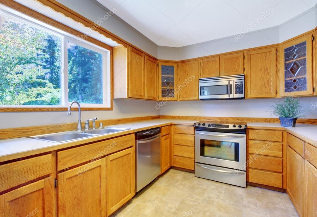 tile floors in kitchen foam mats 明亮的厨房里室内瓷砖地板与光棕色储藏柜 图库照片 c iriana88w 114076350
