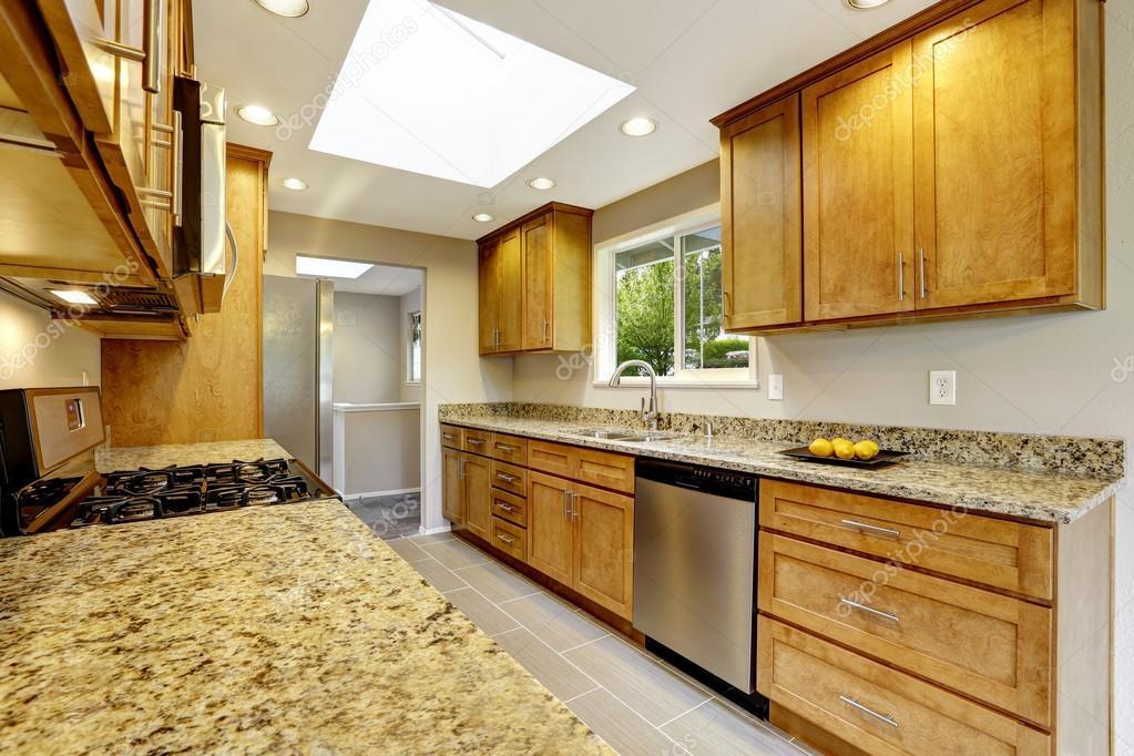 kitchen matt new york loft design 现代厨房与哑光棕色柜 闪亮的花岗岩台面 图库照片 c iriana88w 115595780