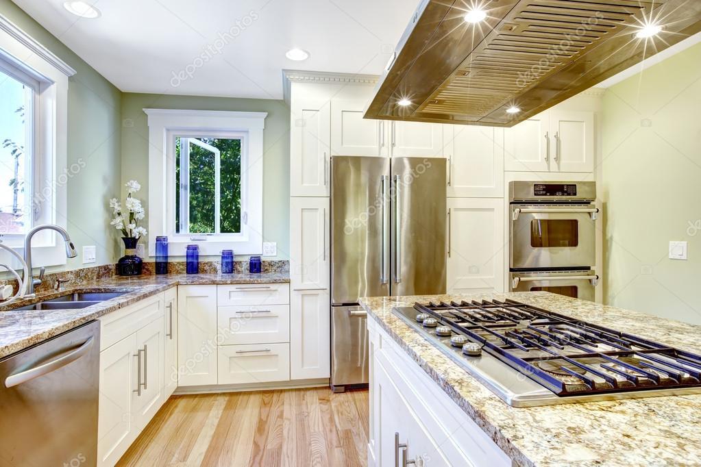island kitchen hood concrete sink 与内置的热风炉 花岗岩的顶部和罩厨房岛 图库照片 c iriana88w 52760059