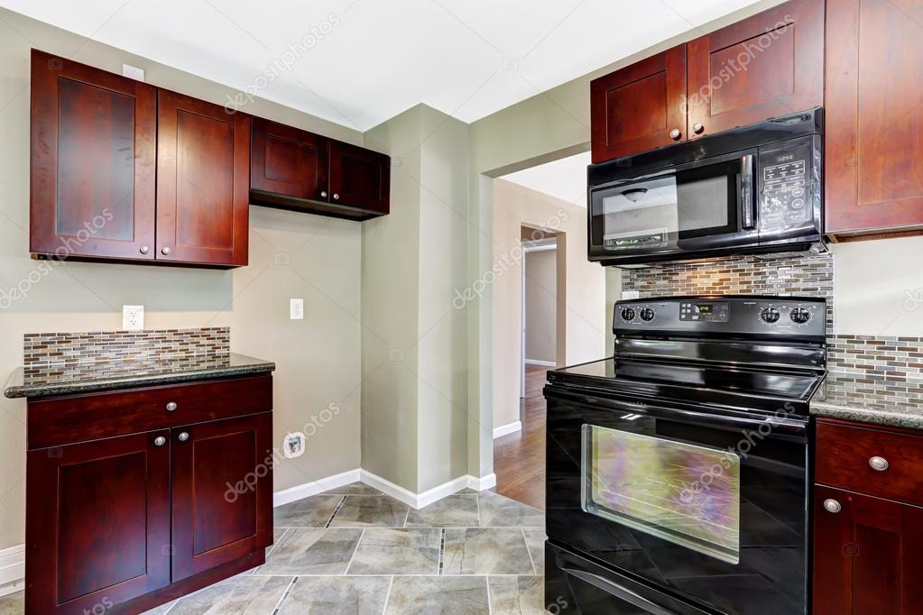 burgundy kitchen decor beautiful islands 厨房 明亮的勃艮第柜和黑色家电 图库照片 c iriana88w 52823967