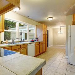Kitchen Tiles Flooring Millwork Cabinets 正宗的厨房 瓷砖地板 图库照片 C Iriana88w 75347237 Authentic With Tile Floor Windows And Wooden 照片作者iriana88w