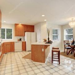 Complete Kitchen Island Lighting Fixtures 完整的厨房瓷砖地板 图库照片 C Iriana88w 76499703