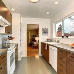 Flooring Kitchen Commercial Hood Parts 传统厨房与灰色地板 图库照片 C Iriana88w 78162828