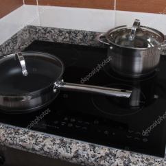 Electric Kitchen Stove Closet 电动厨房用具感应陶瓷滚刀 图库照片 C Membio 74064517