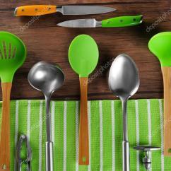 Kitchen Tool Set Surplus Cabinets 厨房工具集 图库照片 C Belchonock 107398570