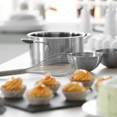 Metal Kitchen Tables Tall Table With Bench 金属厨房桌子上 图库照片 C Belchonock 110566372