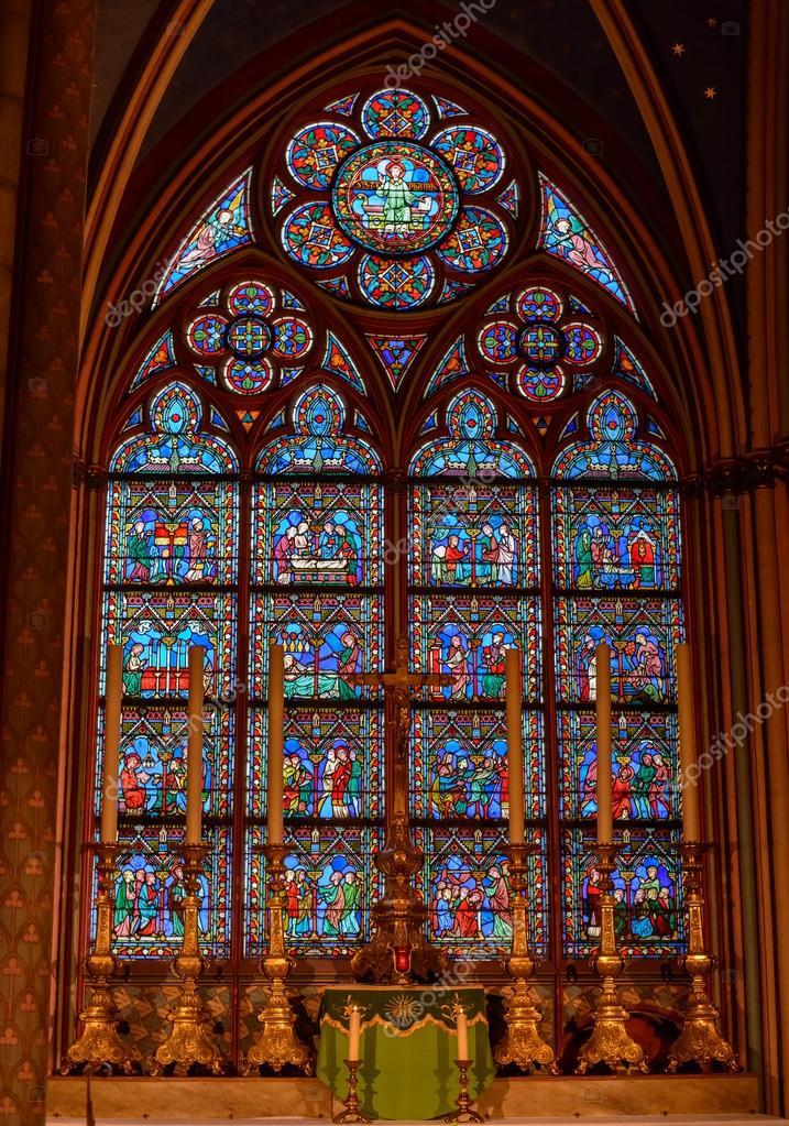 Lintrieur de la cathdrale NotreDame de Paris Scnes de la vie de Jsus Christ  Photo