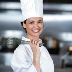 Kitchen Whisk Cabinet Color 女厨师拿着钢丝拂尘 图库照片 C Wavebreakmedia 104741436 快乐的女厨师钢丝拂尘举行商用厨房的肖像 照片作者wavebreakmedia