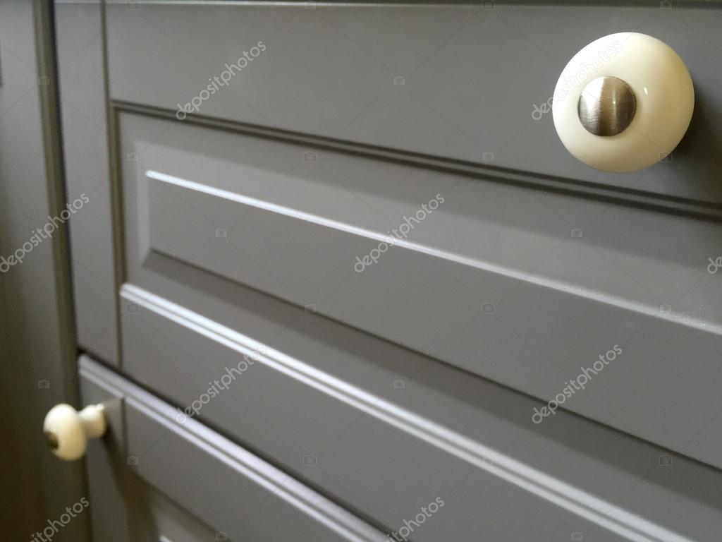 kitchen cabinets door handles hope 橱柜门把手的特写 图库照片 c kampee p 112996540