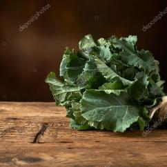 Kitchen Benches Travertine Backsplash 在厨房里的长凳上新鲜绿叶蔬菜 图库照片 C Vkarafill 96504920 在厨房木制长椅上新鲜绿叶蔬菜 照片作者vkarafill