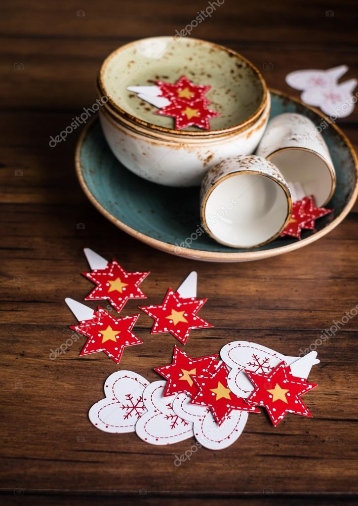 kitchen tables sets delta pull out faucet 圣诞节或新年蛋糕排行榜的木制仿古厨房桌子上和古董碗里 选择性焦点一套 圣诞节或新年蛋糕排行榜的木制仿古厨房桌子上和古董