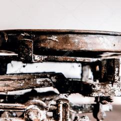 Antique Kitchen Table Containers Set 旧古董的重量测量和厨房货物称重 图库照片 C Jarin13 90802740 旧古董的重量测量和厨房货物称重木制的桌子上 照片作者jarin13