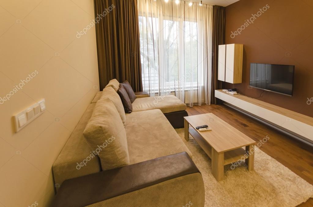 Soggiorno in appartamento ristrutturato di fresco con moderna illuminazione a Led  Foto Stock
