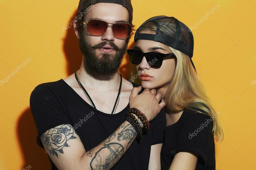 La Manera Hermosa Pareja Juntos Tatuajes Hipster Chico Y Chica