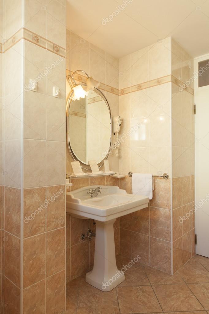 bagno in stile classico  Foto Stock  Zveiger 61123839