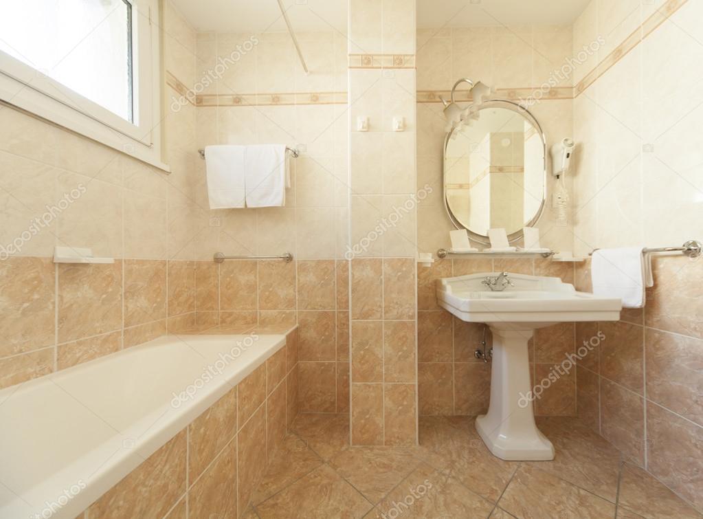 bagno in stile classico  Foto Stock  Zveiger 83841764
