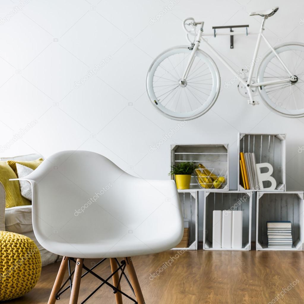 Silla cmoda ideal para habitacin de estudiante  Foto de stock  photographeeeu 117323232