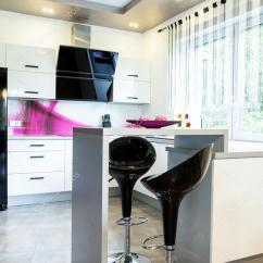 Small Table For Kitchen Quartz Countertops 在厨房里的小桌子 图库照片 C Photographee Eu 69731701 有新的现代开放式厨房凳子小桌子 照片作者photographee