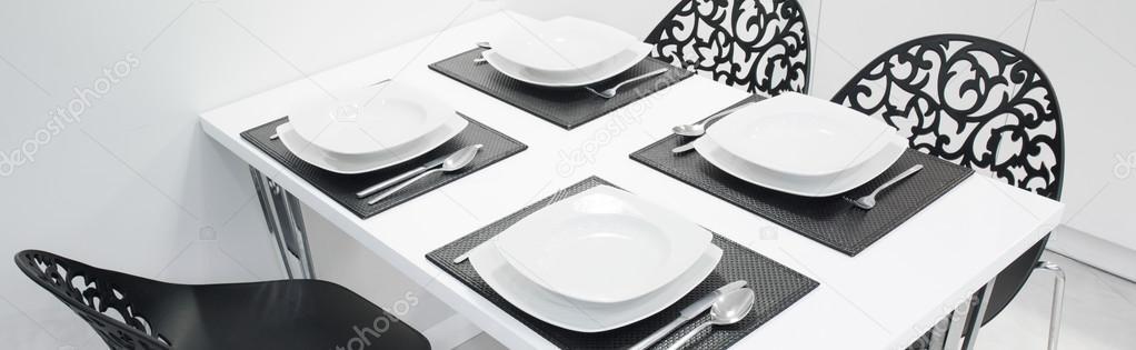 set de table dans la cuisine dans l appartement de luxe image de photographee eu