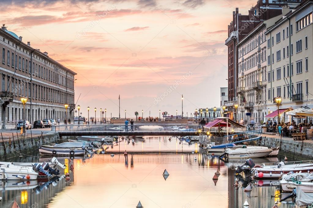 Canal grande nel centro della citt di Trieste Italia