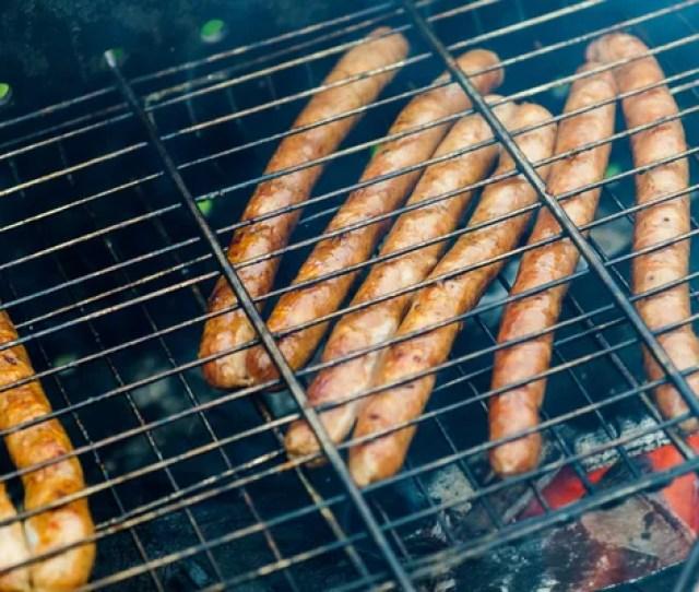 Bbq Met Frankfurter Worstjes Op De Barbecue Closeup