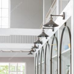 Hanging Kitchen Light Led 在厨房的墙上挂着的许多灯 图库照片 C Ake1150sb 51877255