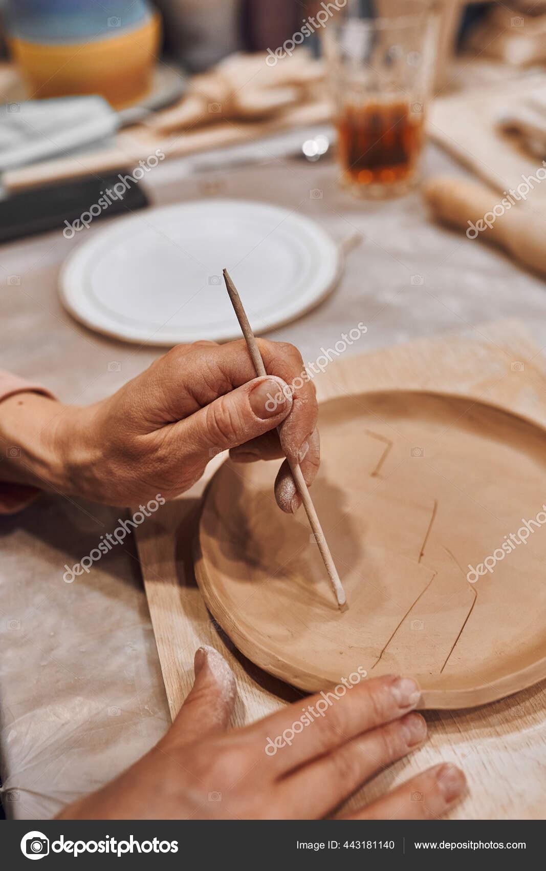 Membuat Tembikar : membuat, tembikar, Seorang, Keramik, Bengkel, Tembikar, Membuat, Lempengan, KatyaKiseleva, #443181140