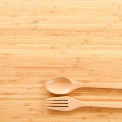Kitchen Tops Wood Stainless Sink 木勺子和叉子上表 图库照片 C Zephyr18 118866832 木勺子和叉子对木材纹理的餐桌从顶视图 用于在厨房和食品的概念背景 照片作者zephyr18