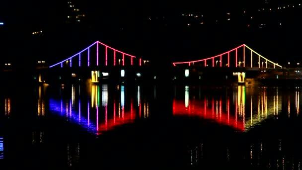 lumieres de la ville pont de nuit au dessus de la riviere video