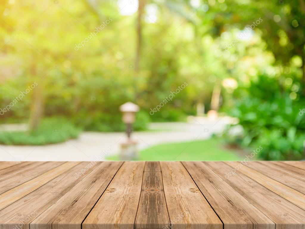 Mesa vazia de tbua de madeira na frente do fundo