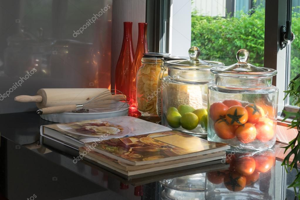 kitchen pantry oil dispenser 现代的黑色食品储藏室厨房用具 图库照片 c worldwide stock 106785170