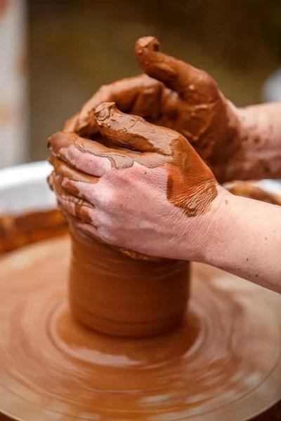 Membuat Tembikar : membuat, tembikar, Pembuat, Tembikar, Membuat, Piring, Tanah, Coklat, Tangan, Kotor, PNK68, #445143382