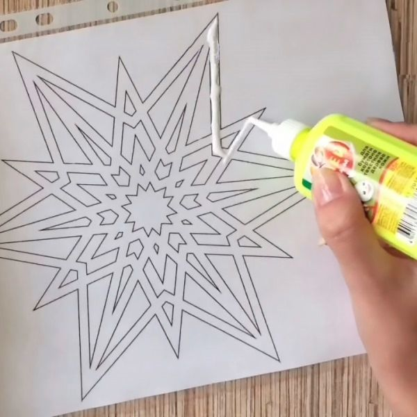 Making snowflakes from pva for window decoration photo