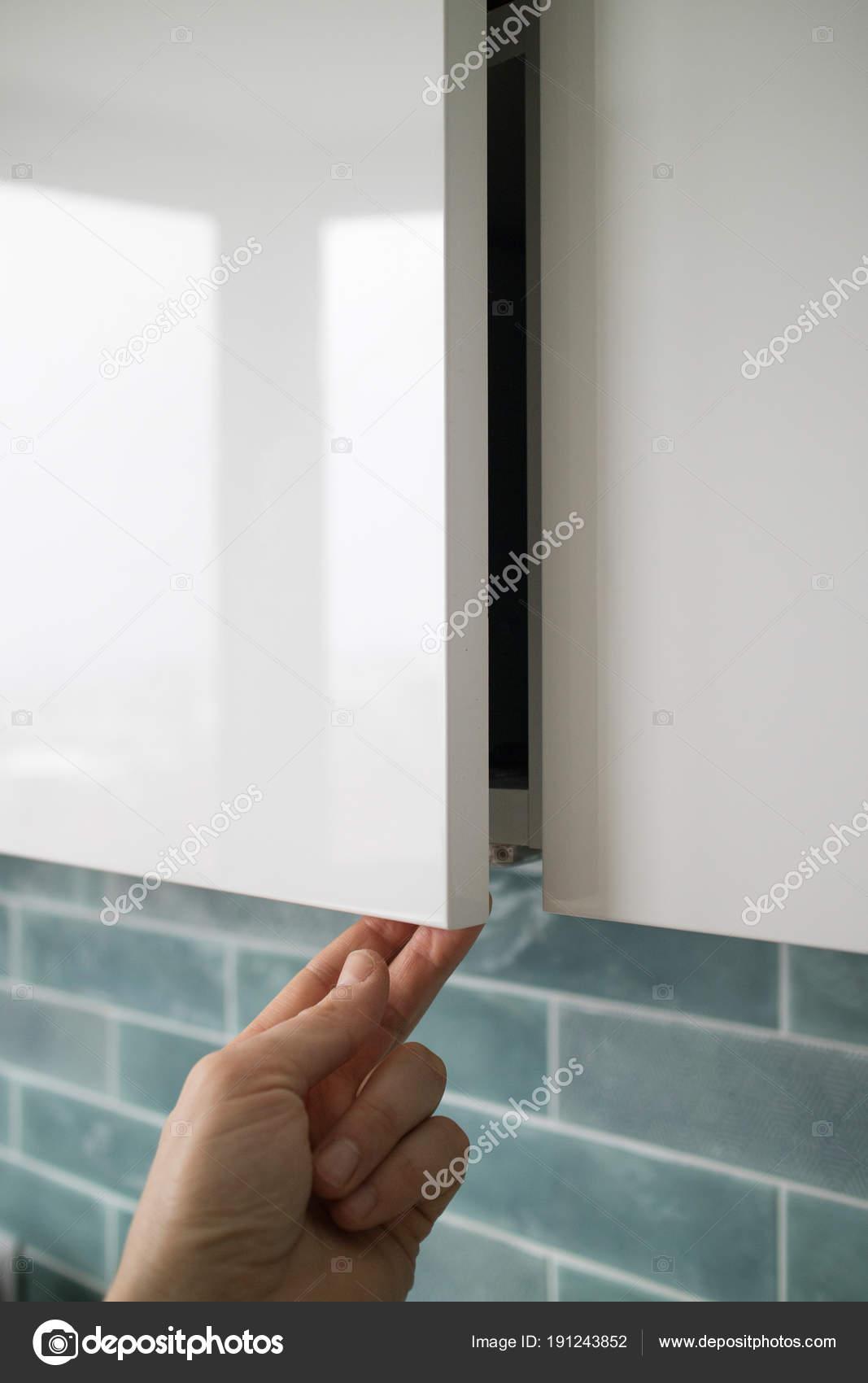 kitchen cabinet door beach cabinets 男手开厨柜门 图库照片 c artjazz 191243852