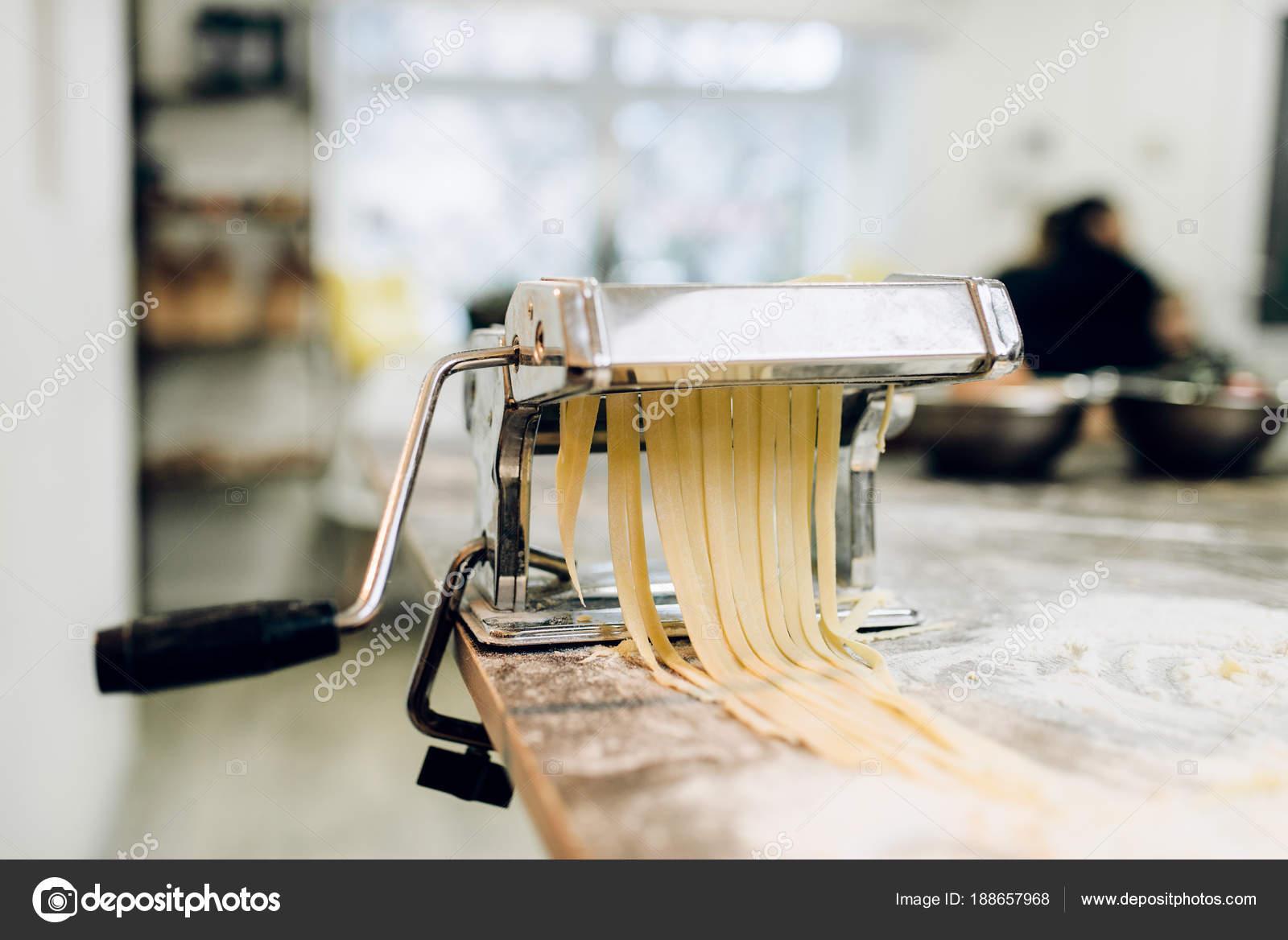 kitchen tabletops memory foam runner 木制厨房桌面面团机 图库照片 c nomadsoul1 188657968
