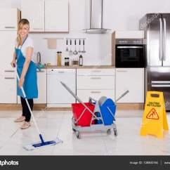 Cleaning Kitchen Floors Diy Cabinet Drawers 女人清洗厨房地板 图库照片 C Andreypopov 138900194 使用拖把清洁厨房地板的清洁服务女佣 照片作者andreypopov