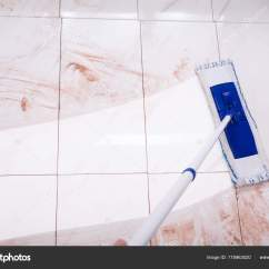 Cleaning Kitchen Floors Themes For Kitchens 拖把清洁厨房地板 图库照片 C Andreypopov 175963020